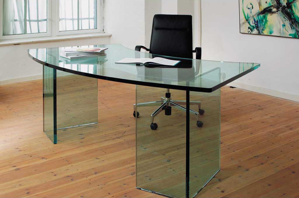 Стеклянный стол преимущества